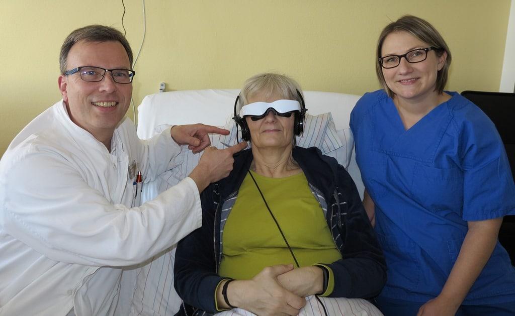 Christophorus-Kliniken Anaesthesie Videobrille hilft gegen Angst im Operationssaal